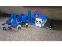 Lego duplo vintage police station with cars police robbers and accessories