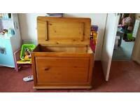 Toy/storage chest