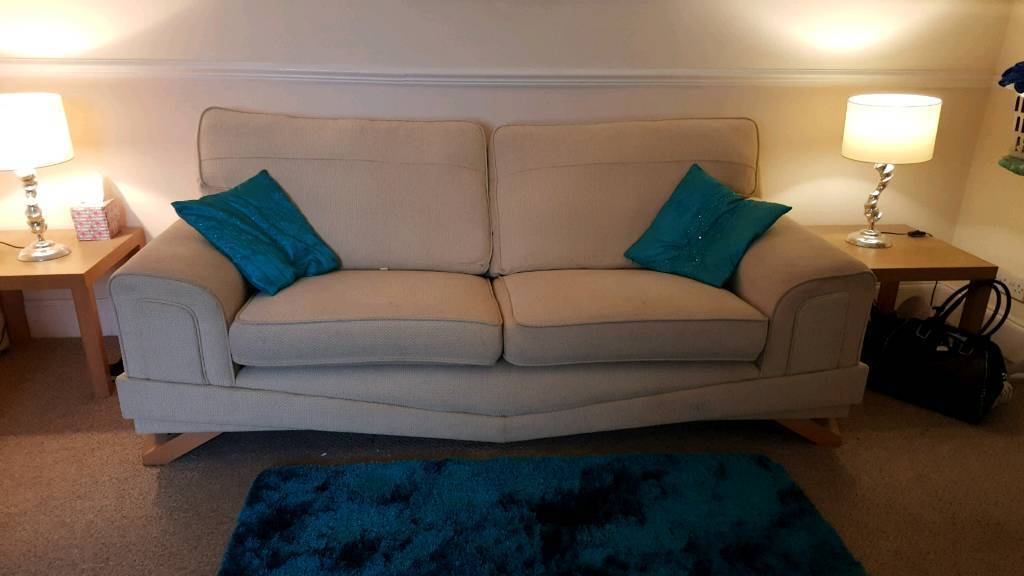 CREAM FABRIC 6FT SOFA FOR SALE. NEED GONE TODAY!!! MAKE ME AN OFFER
