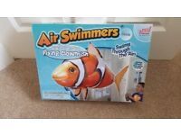 AIR SWIMMERS 40MHz RADIO CONTROLLED CLOWNFISH AGE 8+ BATTERIES INCLUDED