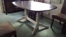 Extendable Dining Table 1.6m long x 1m wide. Extends up to 2m long.