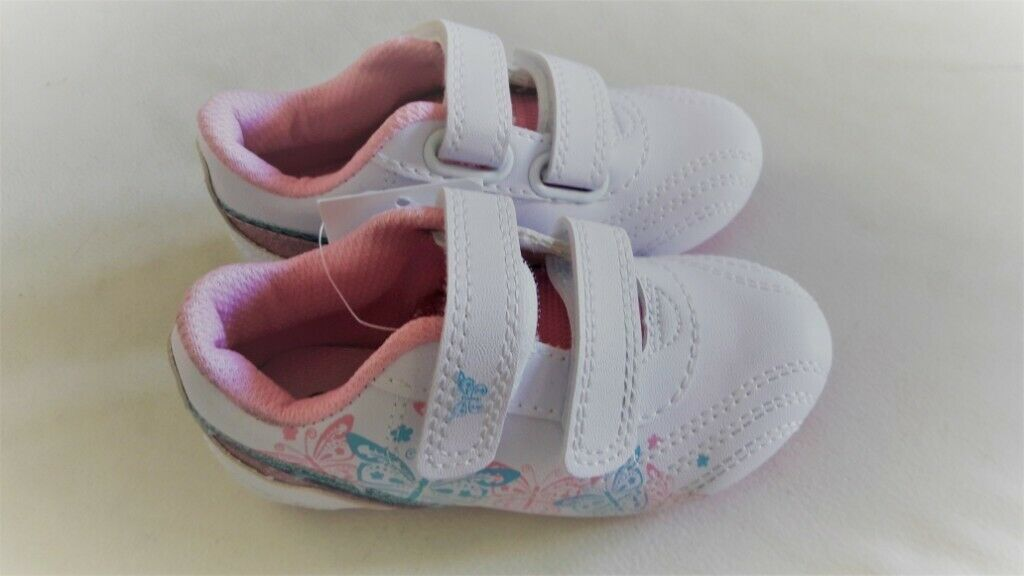 0bb82dda933c New Unused Water Resistant Pink Girls Shoes trainers- Size 7