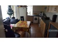 5 bedroom house in Jedburgh Road, London, E13 (5 bed)