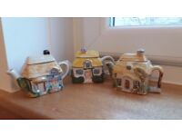 Teapots Miniature Country Cottages £5 for set of 3