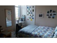double and spacious room in 3 bedrooms flat, Morningside area