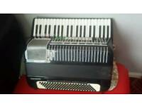 Accordion hohner 120 bass