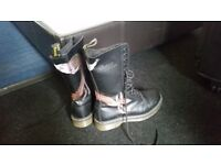 Dr Martens. Handmade Painted Fox 14 holes, never worn. Size 7