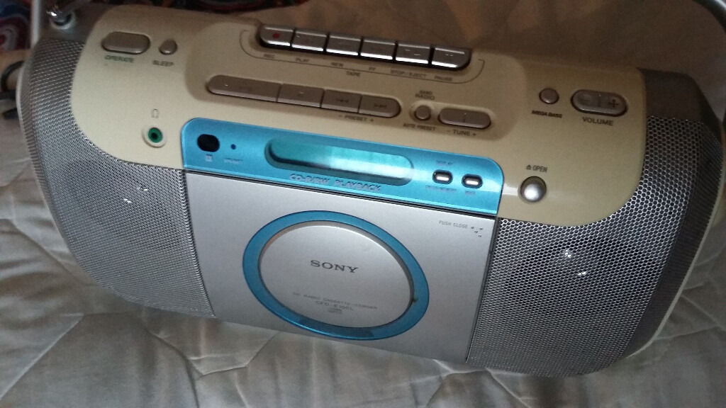 SONY CD-RADIO-CASSETTE PLAYER IN EXCELLENT CONDITION