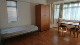 LUXURIOUS DOUBLE ROOMS IN CHISWICK AT AFFORDABLE PRICES (ALL GIRL HOUSESHARE)