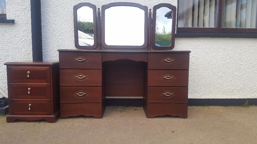 2 mahogany dressing tables + bedside drawers