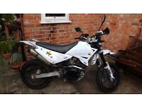 Sinnis Apache 125cc Motorcycle White