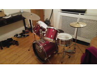 Used drum kit, great for beginner