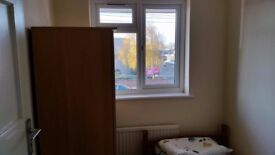 Single room to share in south ruislip