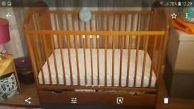 Wooden baby cot with top range mattres