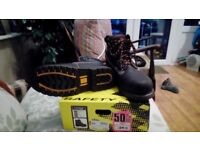 Dunlop mens steel toecap leather boots size 8