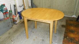 Extendable Table with 4 Chairs excellent condition (pine)