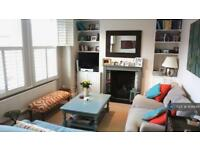 2 bedroom flat in Emu Road, London, SW8 (2 bed)