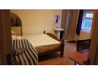 Double bedroom available in sharing accomodation