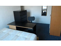 Cosy double room in quiet, tidy flat available now. close to zone 1, bills inc
