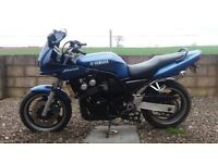 YAMAHA FAZER FZS 600. HPI CLEAR. LOADS OF EXTRAS. POSS DELIVERY.