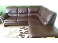 Brown leather corner sofa in Good condition.