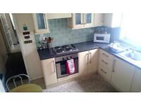 Bright & clean double room available-All bills included!