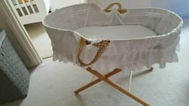 Moses basket stand & mattress