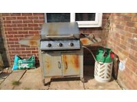BBQ - Good condition (Cylinder included)