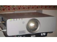 Panasonic PT D5000ES projector