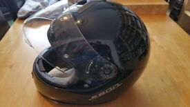 Shark S600 Motorbike helmet. Great condition hardly used. Gloss black. Medium.