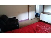 DOUBLE ROOM TO RENT IN HIGH WYCOMBE - SUIT WORKING PROFESSIONAL