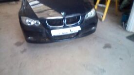 BMW 320 2005 front bumper in good condition and breaking complete car for spares