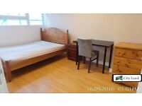 4 bedroom Masonite flat rent with spacious kitchen in mile end e3