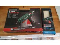 Hot glue Gun and 18 glue sticks - BRAND NEW - GLUE STICKS UNUSED