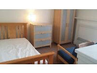 Double Bedsit - Queen Margaret Drive including Council Tax