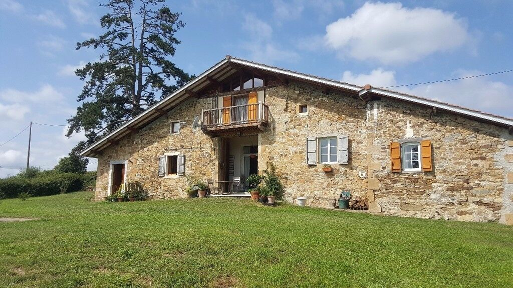 stone farm house totally renovated to high standards standing on 3000 m² overlooking the Pyrenees