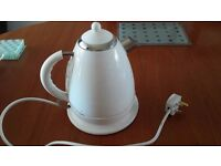 WHITE KETTLE GOOD/CLEAN WORKING CONDITION £12