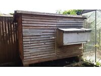 Chicken coup VGC and hutch (needs tlc)