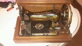 Vintage Singer Sewing Machine 1902