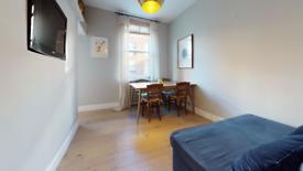 2 bedroom flat in Carlton House, - Cleveland Street, London W1T