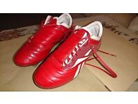 Reebok studed football boots size 13.5