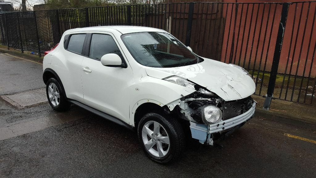 2013 63 nissan juke visia 1 6 white light damaged salvage repairable cat d only 15 000 miles. Black Bedroom Furniture Sets. Home Design Ideas