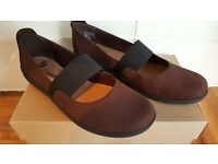 Clarks Ladies Shoes Size 5.5 Brand New