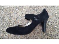 Ladies Gabor Black Leather Court Shoes