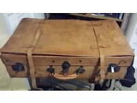 Beautiful vintage Italian large travel case by Giovanni. Size is 76 x 45 x 22 cm