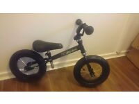 Stomp black balance bike