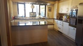 34 shaker cream doors & handles & hinges NO CARCASS,S,4 Dark Oak W/Tops, Sink, Island Hood 750 Hob