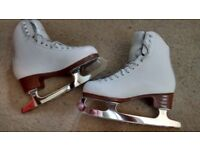 jacksons size 5 ice skates in ex condition hardly used comes with skate bag £45 ono