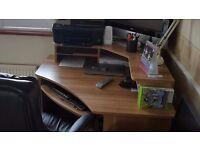Corner desk in great condition.