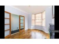 3 bedroom house in Lancaster Road, London, E17 (3 bed)